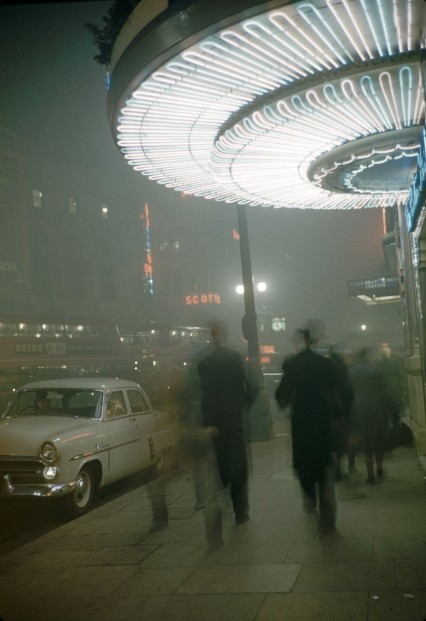 london Carl Mydans' photograph of smog in London.jpg